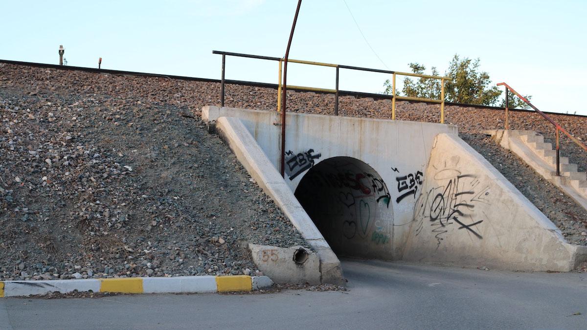 Tunelul pe sub calea ferată de la Valu lui Traian. FOTO Adrian Boioglu / Valureni.ro