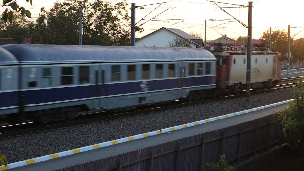 Tren în Valu lui Traian. FOTO Adrian Boioglu / Valureni.ro