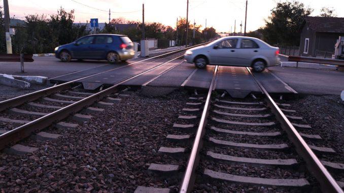 Trecerea peste calea ferată în Valu lui Traian. FOTO Adrian Boioglu / Valureni.ro