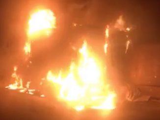 Camion în flăcări la Valu lui Traian. FOTO Captură video