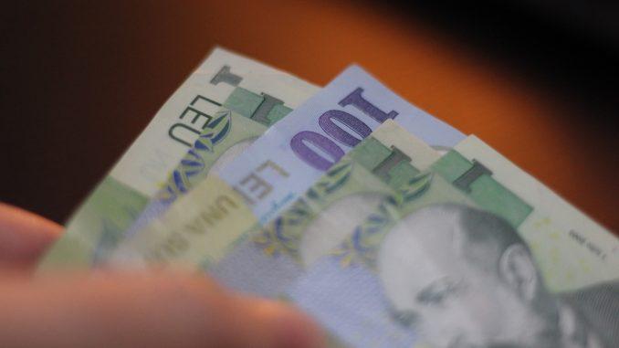 Vin banii pentru expropiați. FOTO Valureni.ro