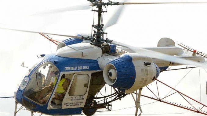 Elicopterul firmei care face dezinsecție în Valu lui Traian. FOTO Facebook