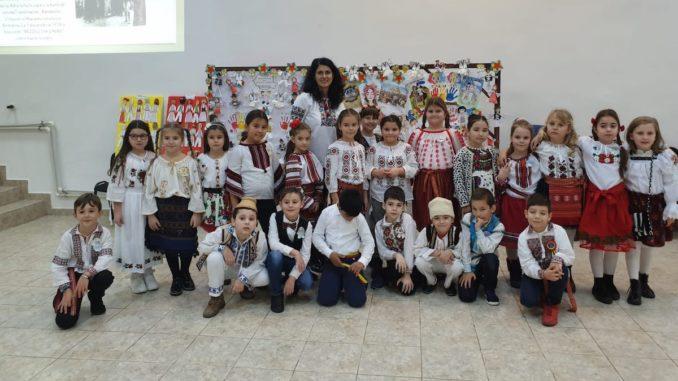 Eveniment pentru celebrarea zilei de 1 Decembrie la Școala Gimnazială nr. 1 Valu lui Traian. FOTO Arhiva Școlii