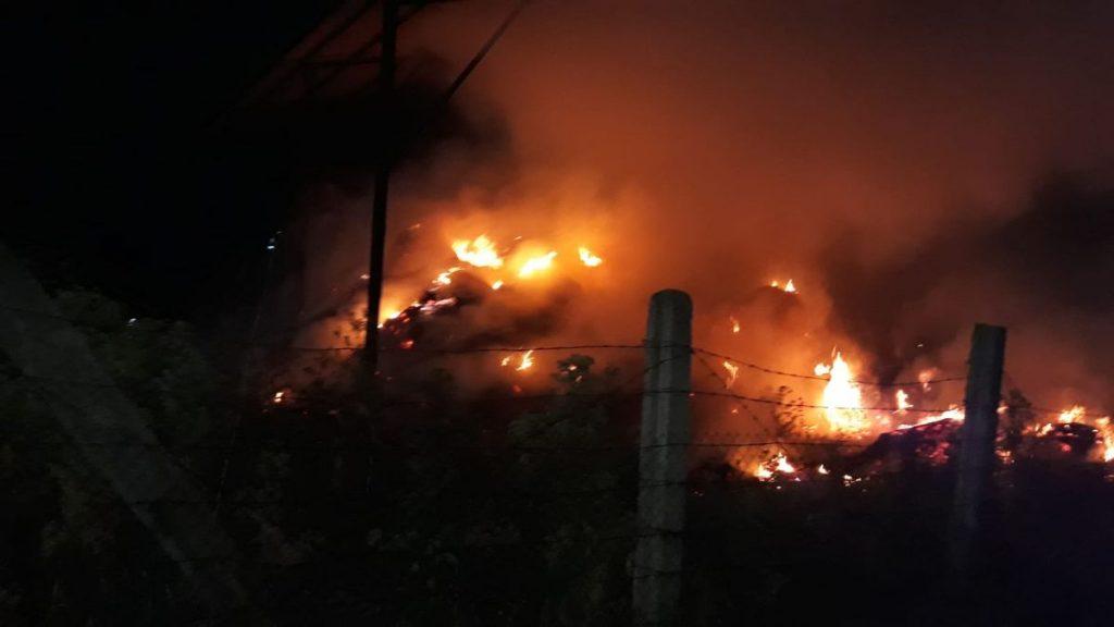 Stingere incendiu de baloți la Ferma 6 din Valu_Traian, FOTO ISU Dobrogea